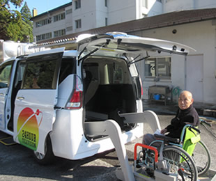 福祉車両(リフト付きバス)